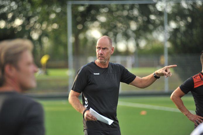 CHRC-trainer Bob Jansen aan het werk in Heelsum.