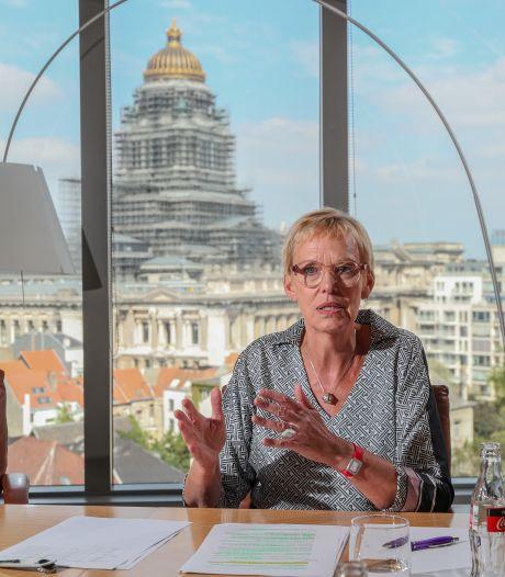 """La prime de 25 euros saluée par Karine Lalieux: """"Une exigence forte des socialistes"""""""