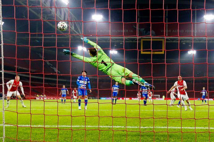 Michael Zetterer in actie tegen Ajax.