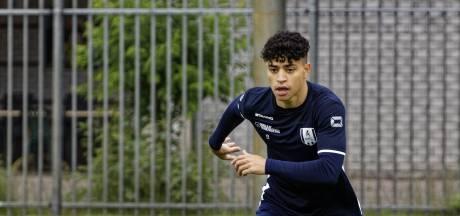 Duits talent Azhil blij om terug te zijn bij RKC: 'Hoop op een goed jaar, zodat ik daarna de kans krijg bij Bayer Leverkusen'