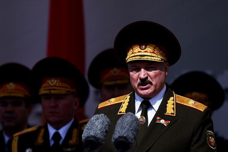 Loekasjenko geeft een toespraak bij een militaire parade. De president is al sinds 1994 aan de macht in Belarus.  Beeld AP