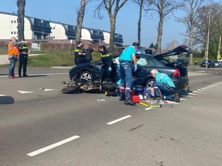 Motorrijder ernstig gewond bij botsing met auto in Molenhoek