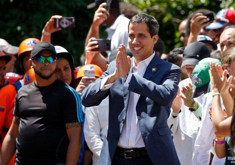 Oppositieleider Juan Guaidó dinsdag tijdens een demonstratie in Caracas tegen het bewind van president Maduro.  Beeld AP