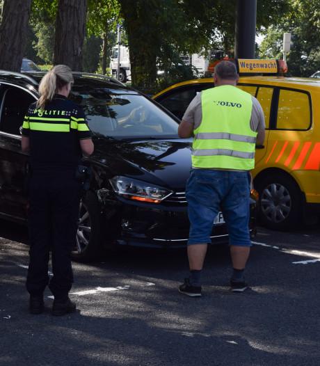 Vrachtwagen raakt personenauto in flank bij McDonald's Doetinchem