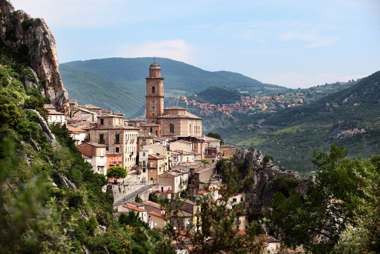 The charming medieval village of Villa Santa Maria,in Abruzzo, Italy. Beeld Getty Images