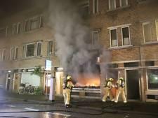 Vijf gewonden door aangestoken brand in winkel, gezin met baby van dak gered