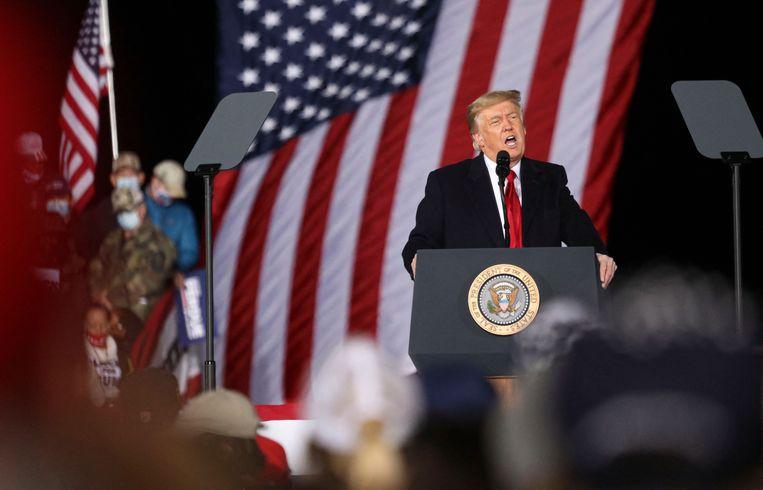 Donald Trump begin januari, bezig met het uitspreken van steun aan twee Republikeinse kandidaat-senatoren aan de vooravond van de tweede kiesronde in Georgia. Beeld AFP