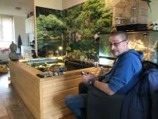 Dierenvriend Gerry uit Enschede moet een einde maken aan zijn woonkamervijver: 'Maar ik kan nu weer genieten van het leven!'