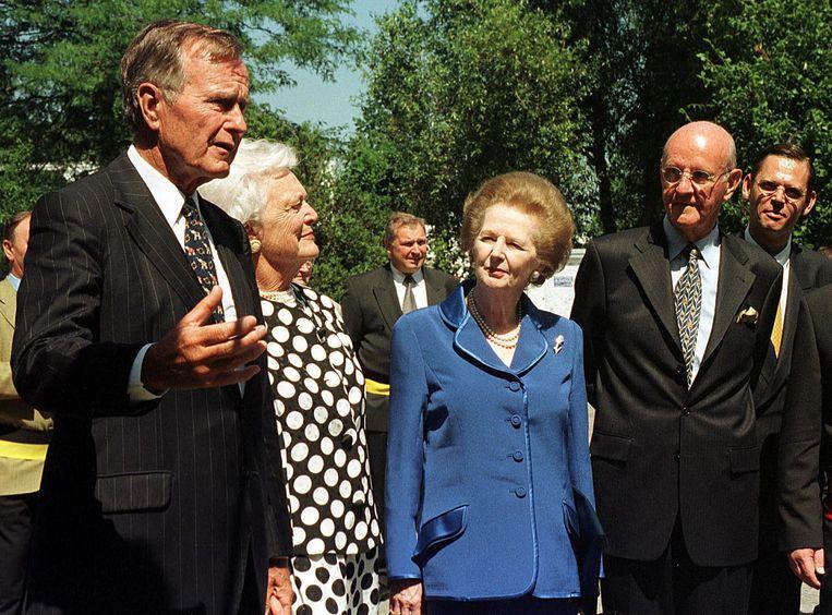Wereldleiders Bush en Thatcher wonen het verjaardagsfeestje van Roger De Clerck bij.