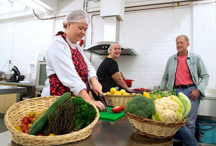 Toon Berens (rechts) met het kookteam van De Goede Dag: Lisa Poot (links) en Denise Jansen.