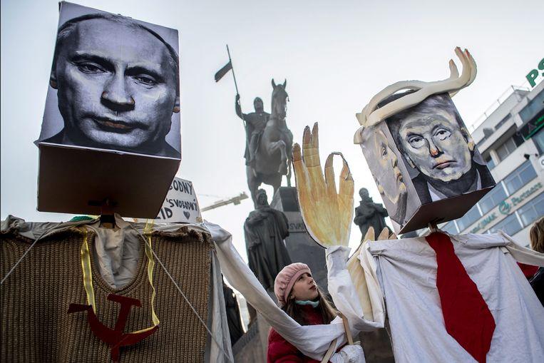 Vorig weekend trokken ook in Praag vrouwen de straat op voor de 'Love Trumps Hate'-demonstratie, een zusterprotest van de Women's March in Washington. Beeld EPA