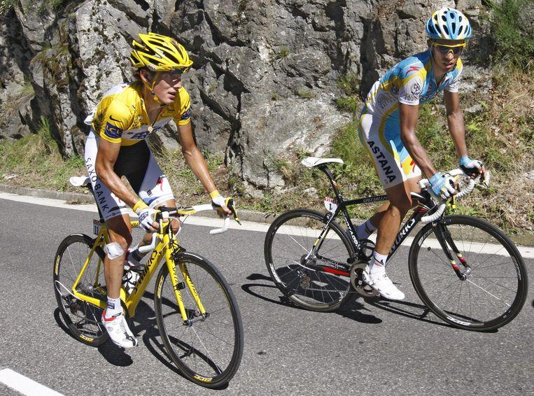 Treuzelende toppers Andy Schleck en Alberto Contador surplacen op de slotklim naar Ax 3 Domaines. Beeld UNKNOWN