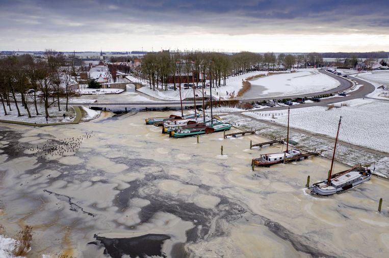 Het ijs bij het vestingstadje Sloten in Friesland. Beeld ANP