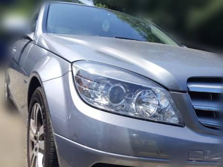 Jongen (15) rijdt al bellend rond in peperdure Mercedes, zónder rijbewijs