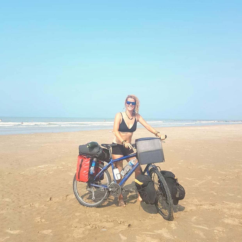 Tamar Valkenier fietst de kustlijn van Nederland, België en Frankrijk af om haar moeder te gaan bezoeken in Zuid-Frankrijk, augustus 2020. Beeld Tamar Valkenier