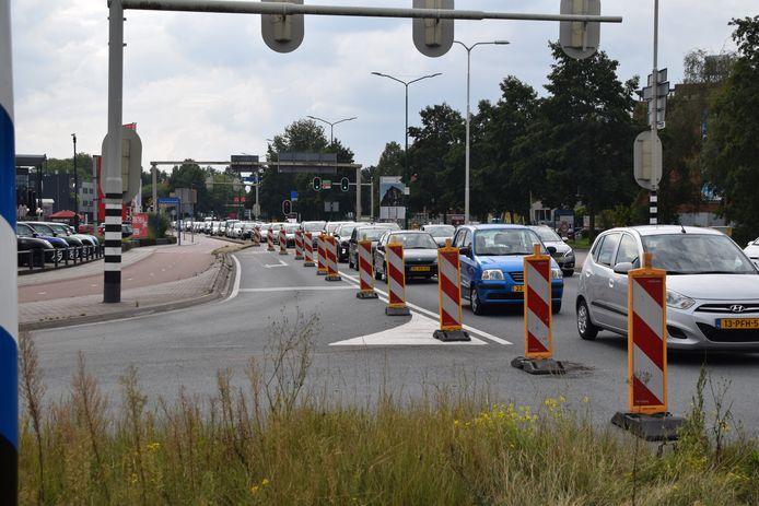 Het verkeer in Veenendaal staat al de hele middag muurvast.