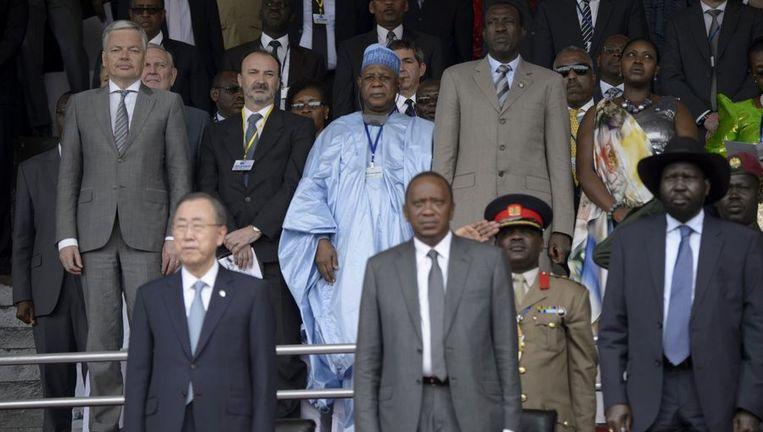 Didier Reynders (links) en VN-Secretaris-Generaal Ban Ki-moon(links onder) tijdens de 20-jarige herdenking van de genocide in Rwanda. Beeld PHOTO_NEWS