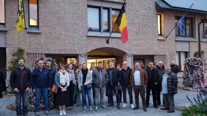 Verenigde Handelaars Halle getrakteerd op applaus voor start van vergadering met schepencollege