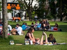 Waarom studenten hun afval in de parken  's avonds niet weggooien: 'Je moet het ze makkelijk maken'