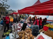 Zaterdagmarkt Kampen in 'corona-opstelling'