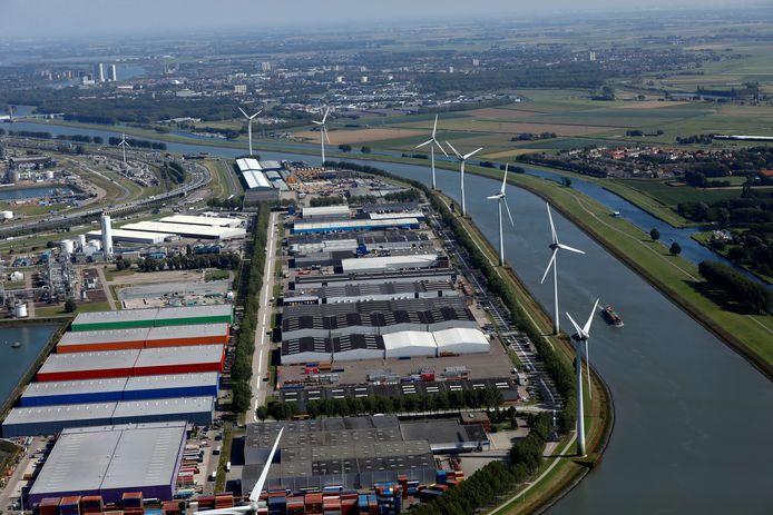 Geervliet en Heenvliet hebben al veel last van de windmolens langs het Hartelkanaal. Rotterdam wil nu ook meer havengeluid toestaan.