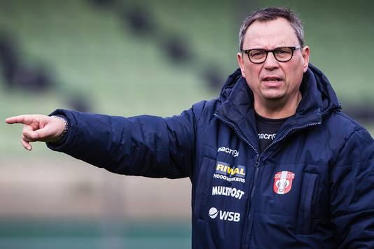 Jan Everse toen hij nog op het veld stond als trainer van FC Dordrecht.