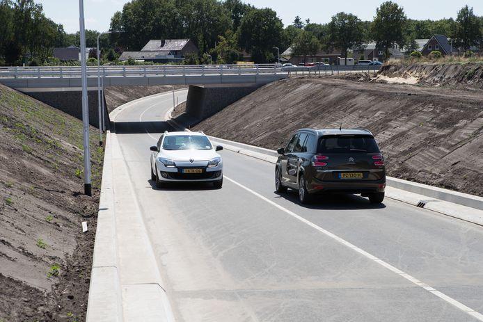Na de opening in de zomer van 2018 van een tunnel onder de N34 voor autoverkeer van en naar sportpark De Boshoek, werd de vertrouwde route via de Hessenweg afgesloten voor gemotoriseerd verkeer. Dat laatste was voor veel betrokkenen een onaangename verrassing.