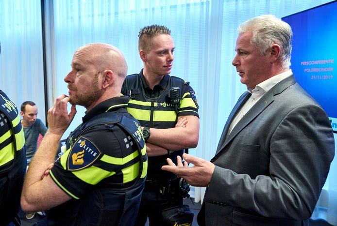 """ACP-voorzitter Gerrit van de Kamp: ,,We zien tientallen gevallen per jaar van agenten die echt bedreigd worden. Dat varieert van een agent wiens voordeur is opgeblazen tot collega's die zijn aangepakt door motorbendeleden."""""""