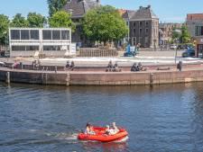 Stadsstrand Zwolle opent maandag, met grote banken in plaats van strandstoelen