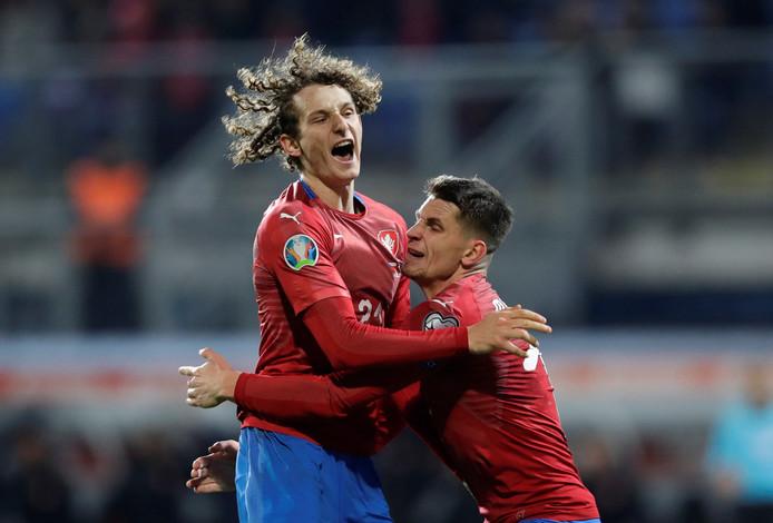 Alex Kral (links) viert zijn goal met Lukas Masopust.