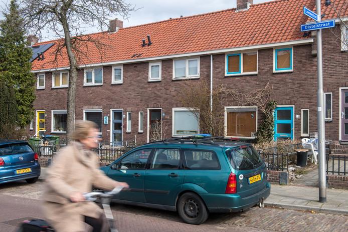 Aan de Distelstraat in de wijk Wolfskuil verschilt de WOZ-waarde tussen woningen van Portaal en particuliere woningen.  Woningeigenaren snappen dat niet.