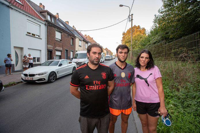 Francisco Da Silva met zijn ouders de dag na de achtervolging.