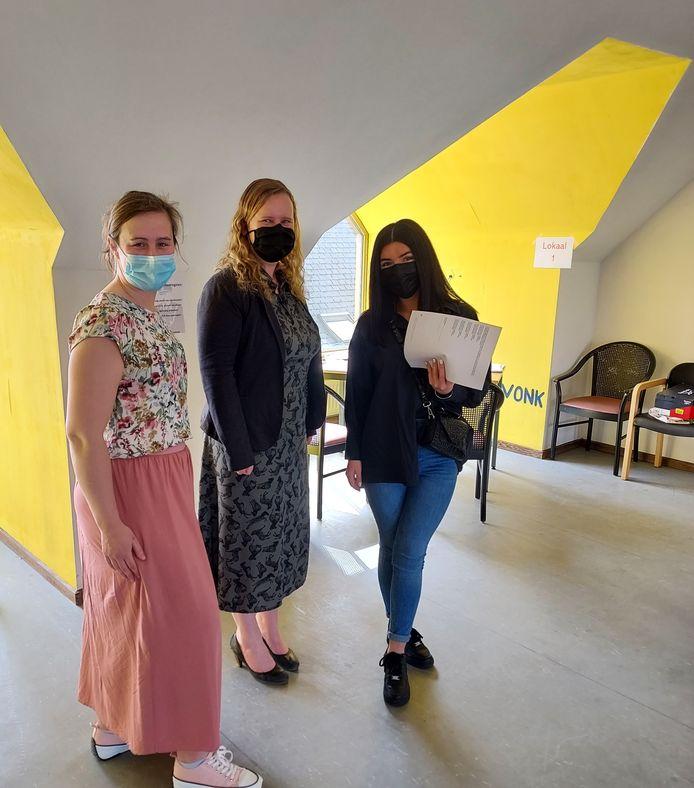 In het screeningsgesprek met Laura van JobRoad werd kandidate Nino Zandukeli geruggensteund door begeleidster Sarah Debersaques van Risesmart.