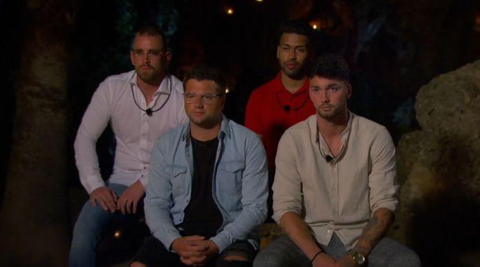 'Temptation Island: Love or Leave': de heren op hun eerste kampvuur.