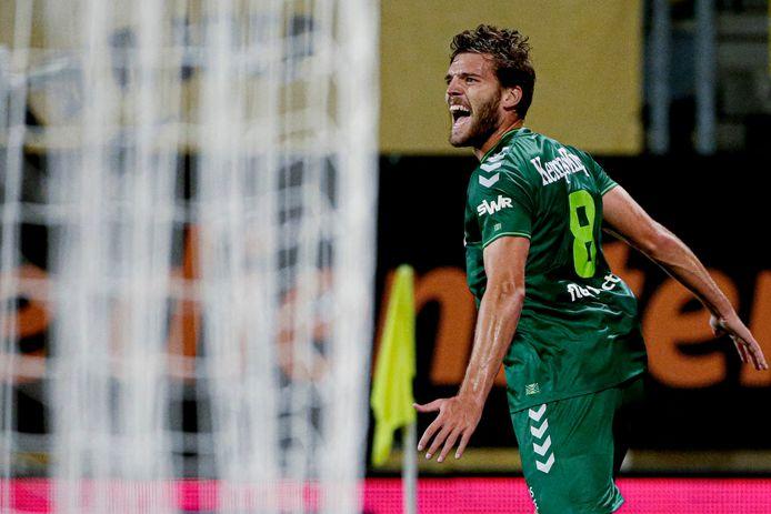 De Graafschap-middenvelder Javier Vet viert zijn openingstreffer tegen Roda JC.