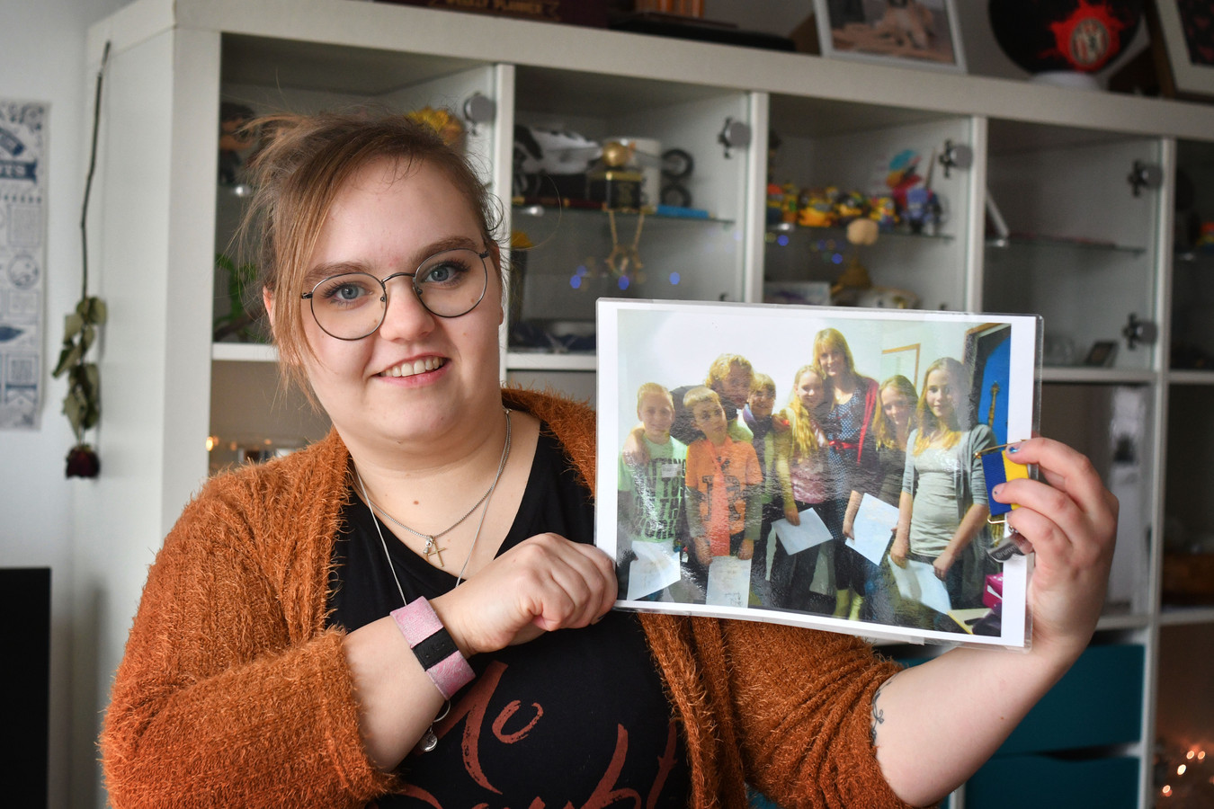Daniëlle Peelen met het fotografisch bewijs dat ze echt in de BZT-show zat om haar vriendin te helpen.