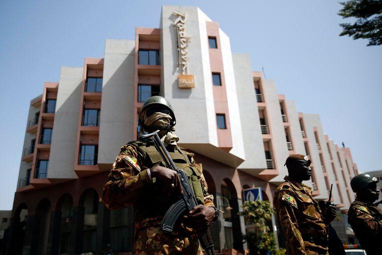 Strenge beveiligingsmaatregelen tijdens het bezoek van president Boubacar Keita aan het Radisson Blu Hotel in Bamako.