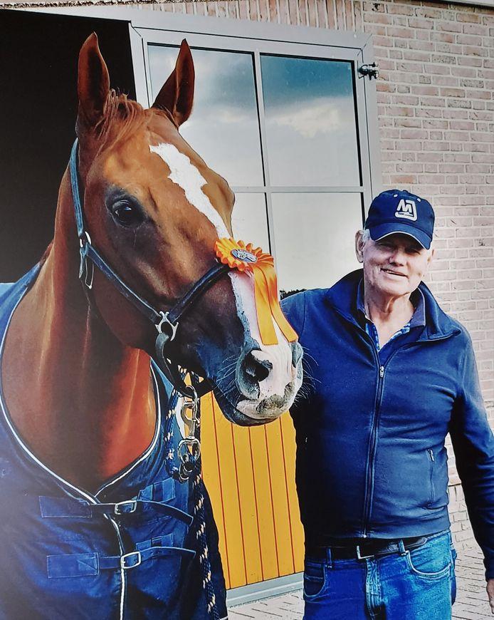 Herman Boerdijk met een van zijn prijswinnende paarden.