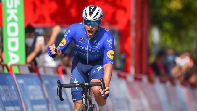 Jakobsen moet rol lossen, dus zorgt Sénéchal in chaotische Vuelta-sprint voor nieuwe zege Wolfpack