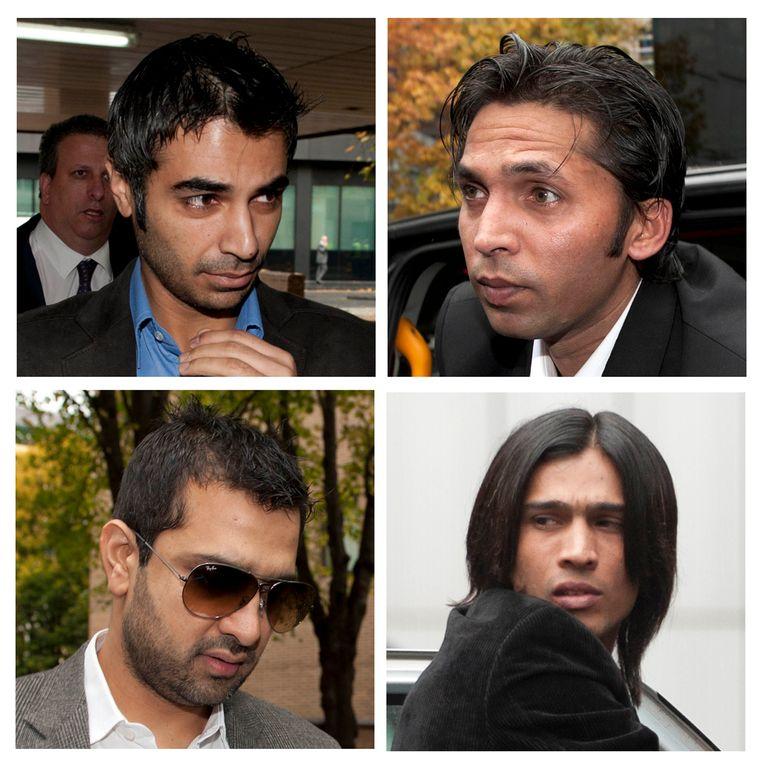 Archieffoto: de drie cricketspelers en spelersmakelaar Mazhar Majeed (linksonder) in 2011