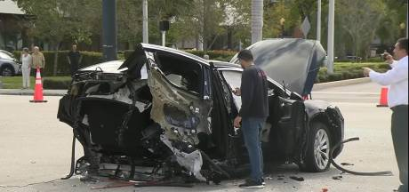 Tesla breekt in tweeën na crash