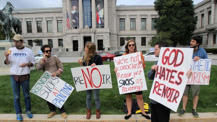 Demonstranten voor het museum in Boston Beeld AP