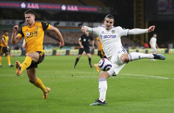 Pascal Struijk (r) in actie namens Lees United tegen Wolverhampton Wanderers.
