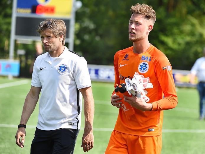 Jong De Graafschap-trainer Jan Vreman (links).