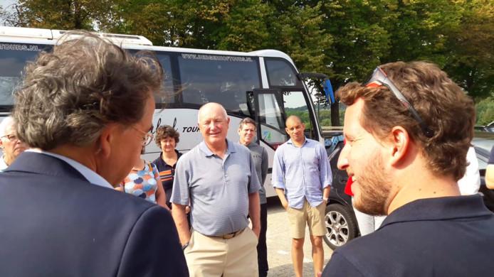 De Amerikaanse ambassadeur in Nederland Pete Hoekstra bij aankomst bij het Vrijheidsmuseum in Groesbeek.