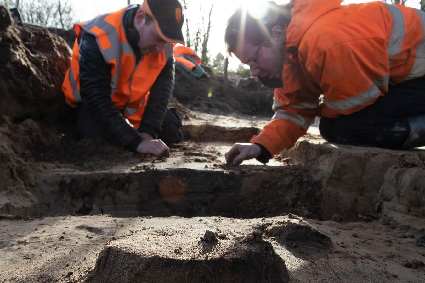 Op het Isabellaveld in Vught werden drie skeletten gevonden van soldaten die sneuvelden tijdens het beleg van 's-Hertogenbosch in 1629.