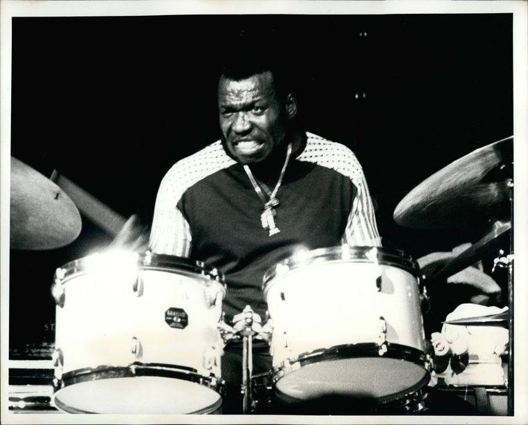 1972: jazzdrummer Elvin Jones tijdens een optreden in de Villages Gate-nachtclub in New York. Beeld BELGAIMAGE
