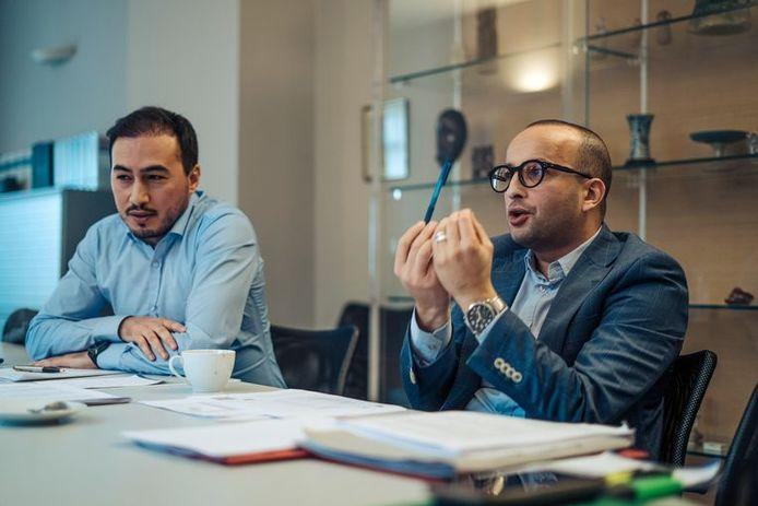 Advocaten Mohamed Ozdemir (links) en Abderrahim Lahlali spanden het kortgeding aan en haalden deels hun slag thuis. Voor de terugkeer van de 10 kinderen moet België alles in het werk stellen, voor de moeders niet.