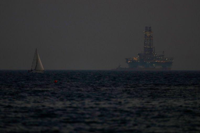 Boorplatform in de wateren bij de Cypriotische kustplaats Limassol.  Beeld AP