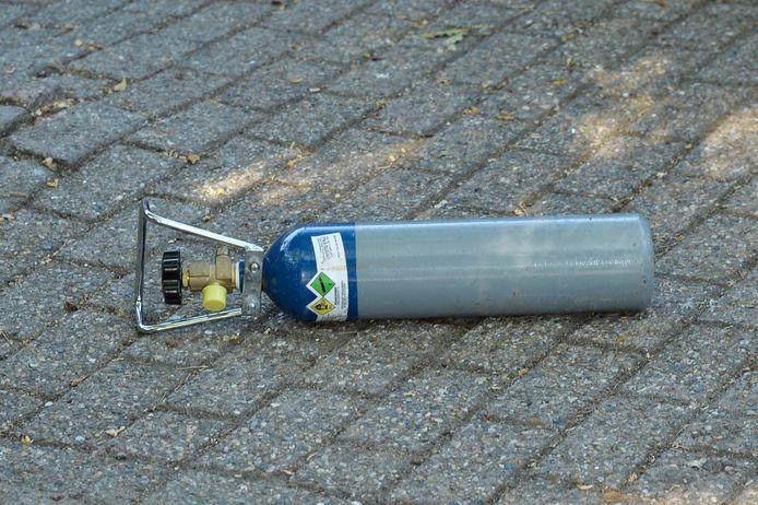 Man zwaar mishandeld met gasfles bij McDonald's  in Breda.